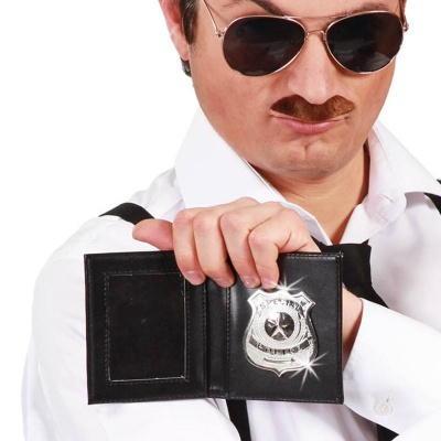 Policejní odznak v pouzdru