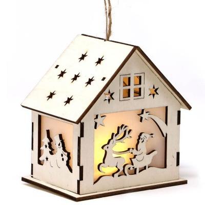 Vánoční dekorace dřevěná chaloupka se Santa Clausem a LED světlem 15 cm