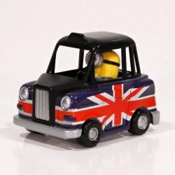 Mimoň Stuart v autě Britain 1:43